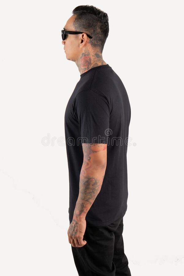 Free Young Man Wearing Black T Shirt  On White Background. Young Hipster Man Wearing T Shirt And Sunglasses In Left Side View Royalty Free Stock Images - 173921719