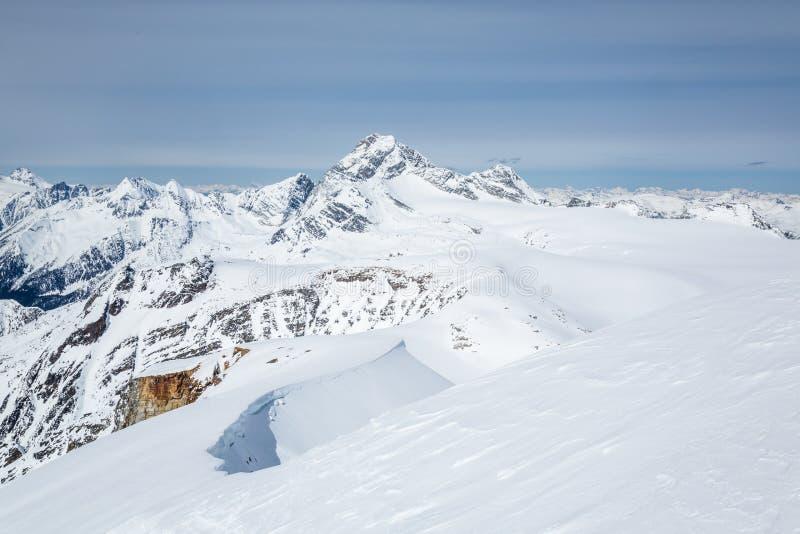 Young Szczytowa szczyt grań Siedem kroków raj narty backcountry linia zdjęcie royalty free