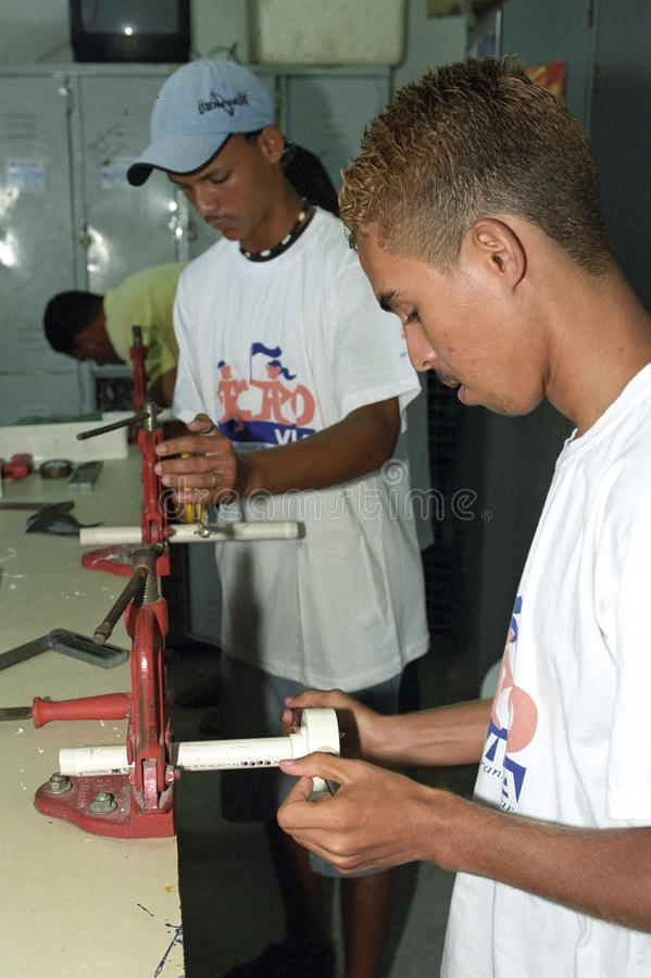 Young teens learn the craft fitter at technical school. Brazil, Pernambuco, Recife city: in the community center or Retome to disadvantaged young people royalty free stock images