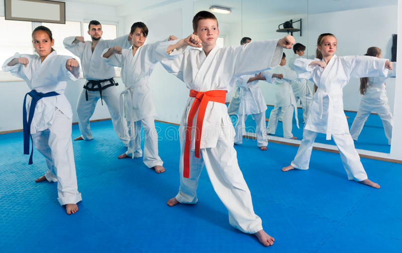 Young traienr is training young teenagers stock photography