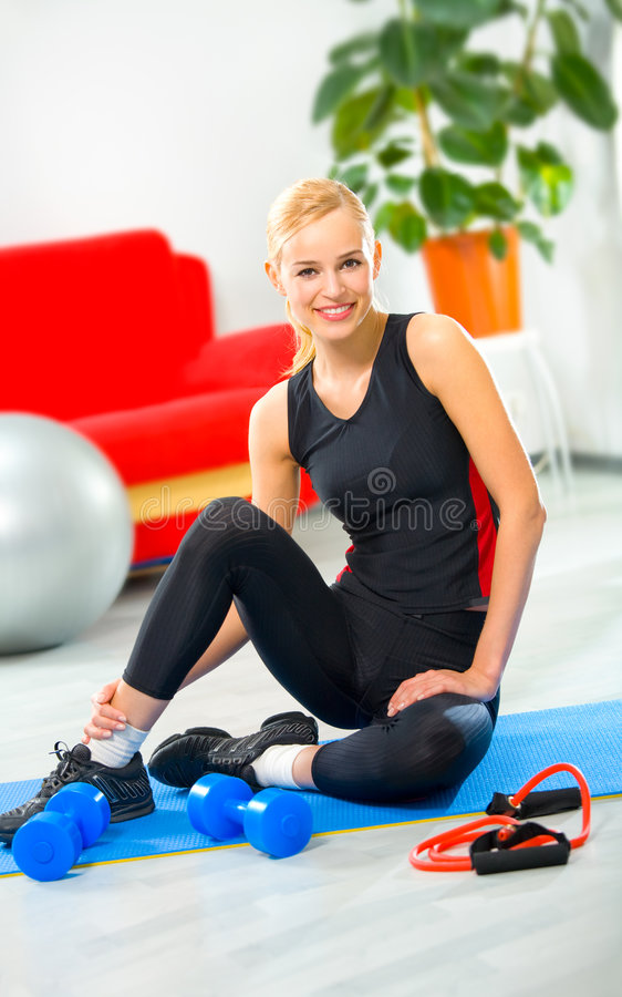 Young Woman Doing Fitness Royalty Free Stock Photos