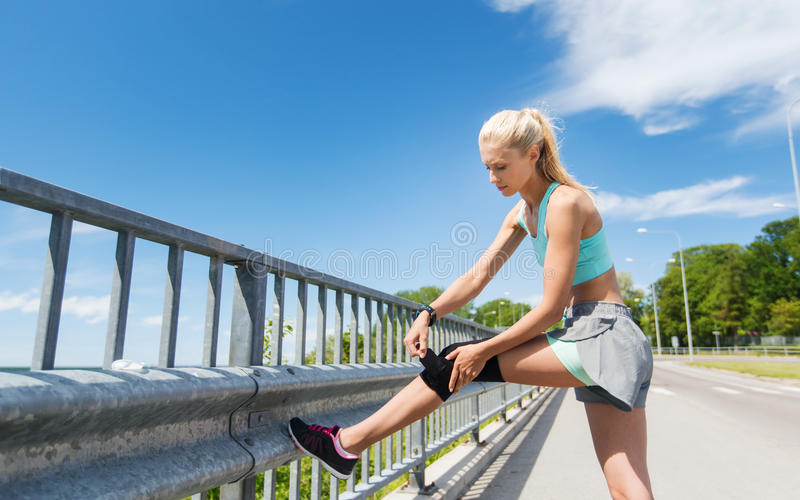 Young woman with injured knee or leg outdoors royalty free stock photos