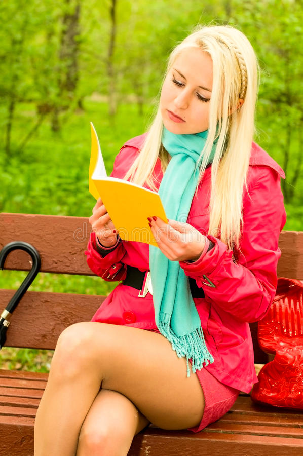 Free Young Woman Reading On The Bench Stock Image - 17371231