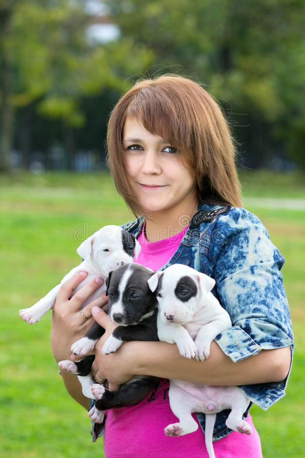 Free Young Women Holding Three Puppies Stock Photography - 26934912