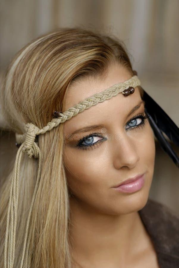 Younge blondes Frauenportrait stockfotografie
