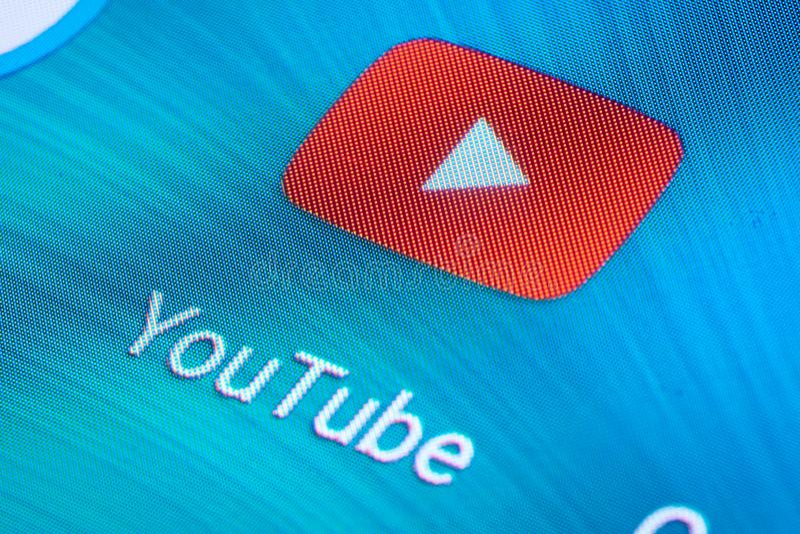 YouTube ikona na wisząca ozdoba ekranie zdjęcia stock
