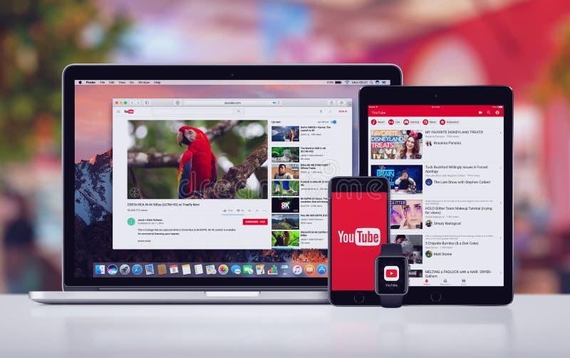 YouTube op Apple-iPhone 7 Horloge en Macbook van iPad het Proapple Pro stock foto's