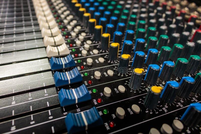 Yrkesmässig ljudsignal blandande konsol för sidosikt arkivbilder