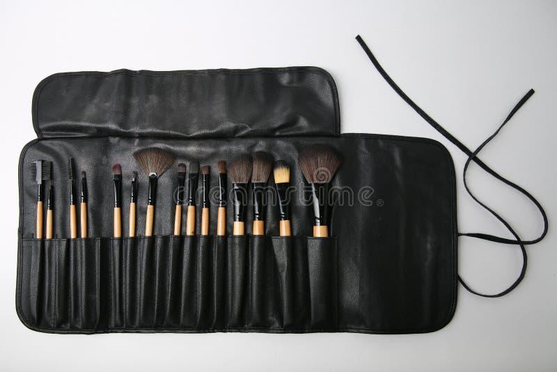 Yrkesmässig makeupborsteuppsättning på vit bakgrund royaltyfri fotografi