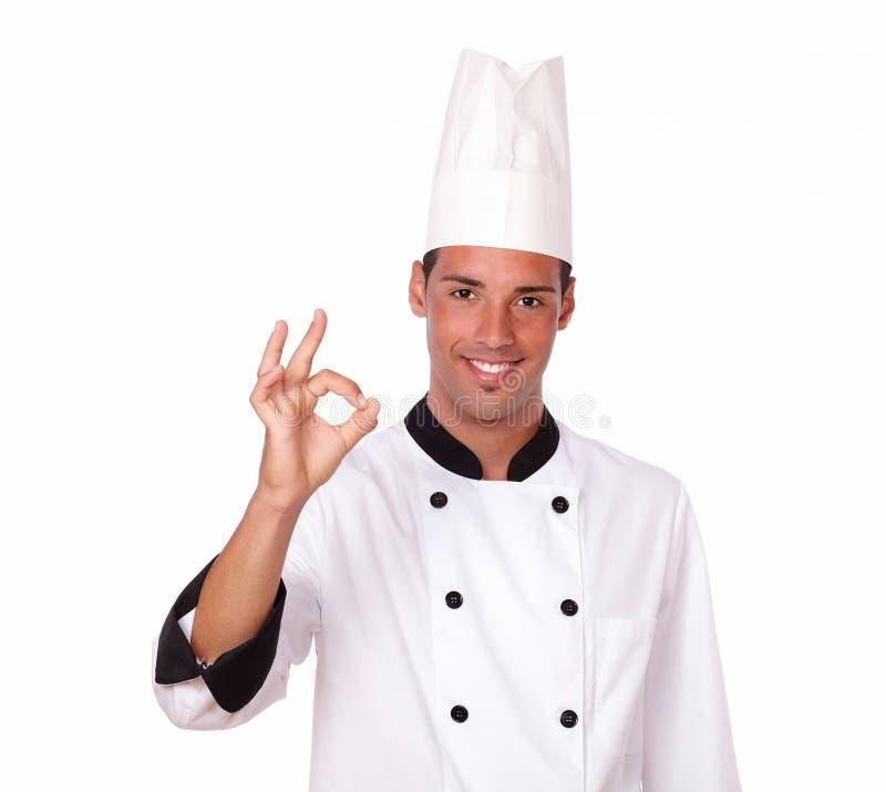Yrkesmässig manlig kock med positiv gest royaltyfri foto