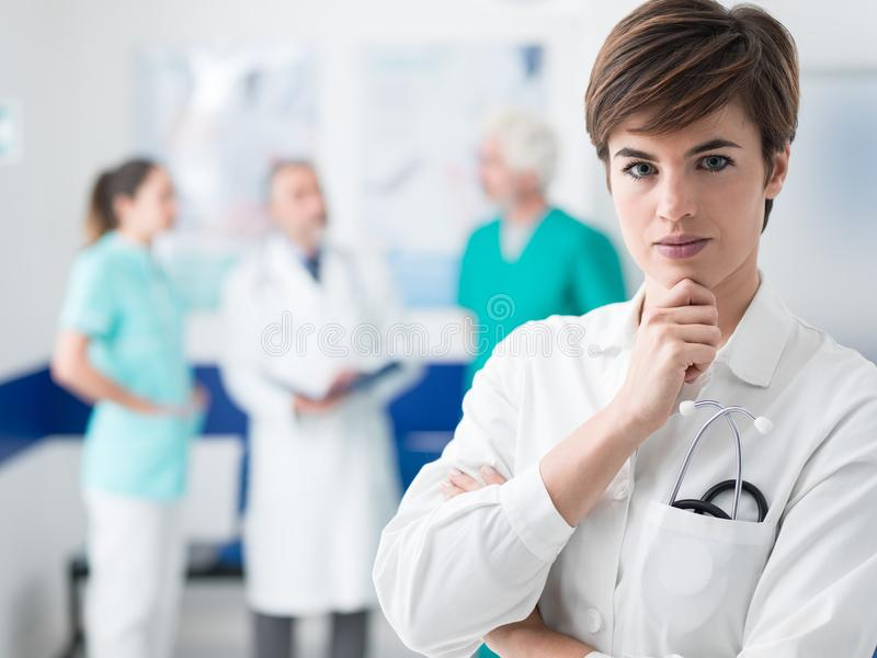 Yrkesmässig medicinsk personal royaltyfri fotografi