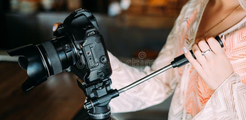Yrkesmässig nyheterna för fotografiutrustningblogg arkivfoton