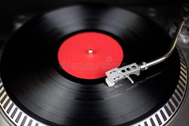Yrkesmässig skivtallriknärbild Parallell etappljudutrustning för konsert i nattklubb Spår för lekblandningmusik på vinyl royaltyfria bilder