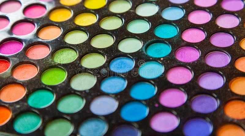Yrkesmässiga färgrika ögonskuggor för palett. Fastställd bakgrund för makeup. arkivbilder