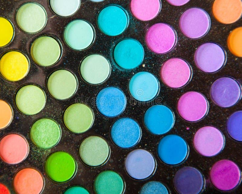 Yrkesmässiga färgrika ögonskuggor för palett. Fastställd bakgrund för makeup. fotografering för bildbyråer