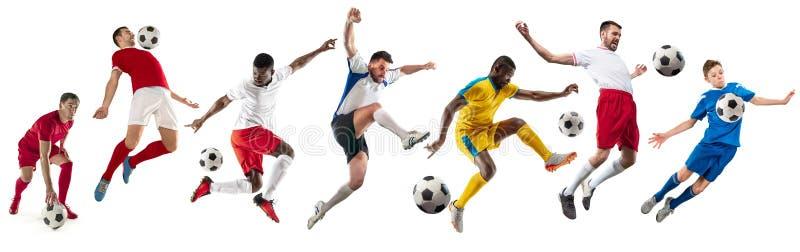 Yrkesmässiga män - fotbollfotbollspelare med boll isolerad vit studiobakgrund arkivfoto