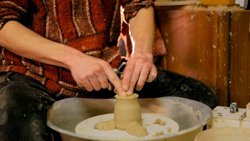 Yrkesmässigt forma för keramiker rånar i krukmakeriseminarium royaltyfri foto
