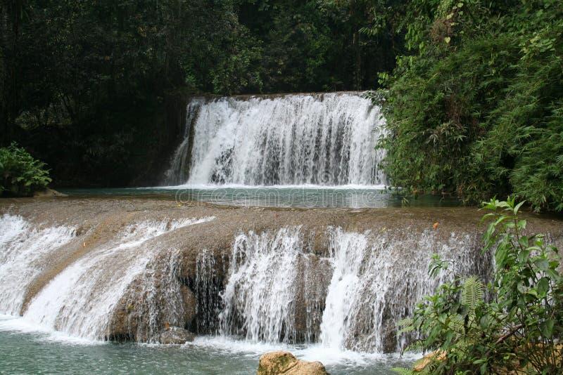 YS Fluss-Wasserfall lizenzfreie stockbilder