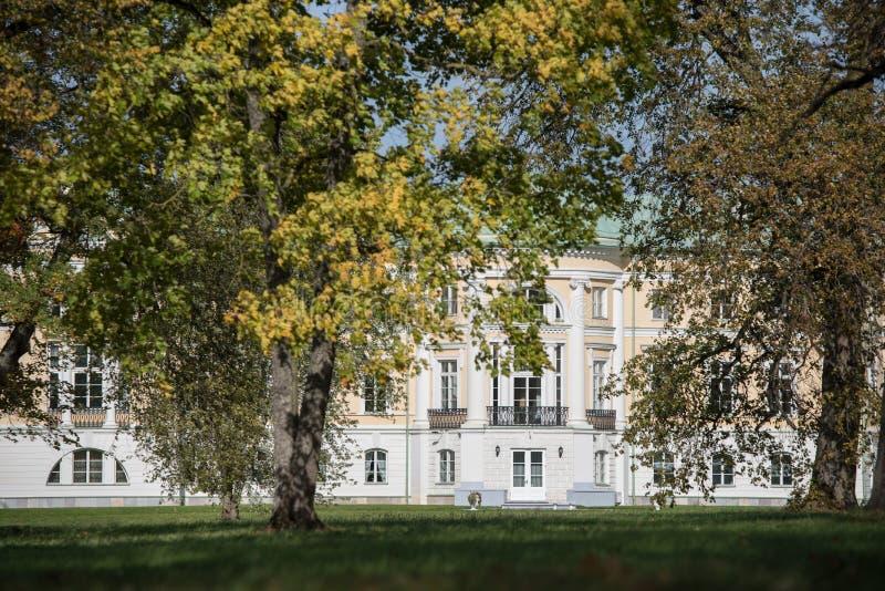 YThe Mezotne pałac w jesieni obrazy royalty free