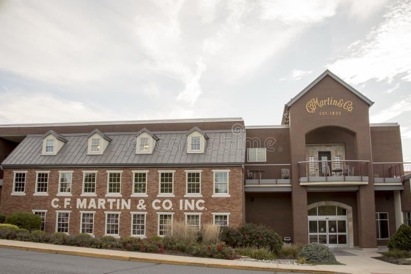 Yttersida av C f Martin Guitar fabrik i Nazareth, PA royaltyfria bilder