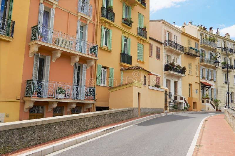 Yttersida av de historiska byggnaderna i Monte - carlo, Monaco royaltyfri fotografi