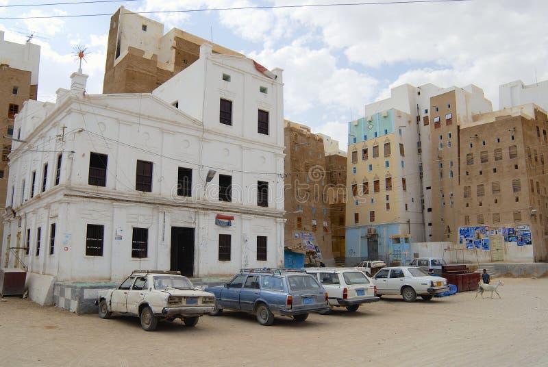 Yttersida av den centrala fyrkanten av den Shibam staden i Shibam, Yemen arkivfoto