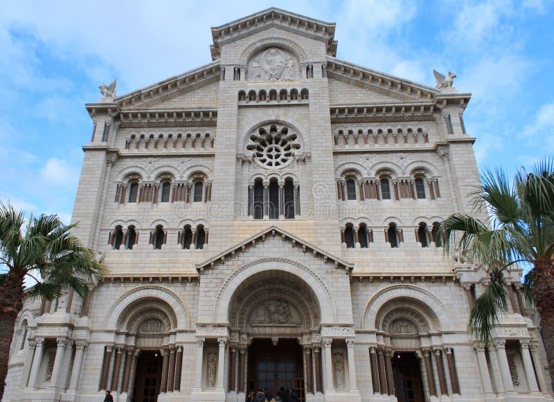 Yttersida av den Monaco domkyrkan arkivbilder