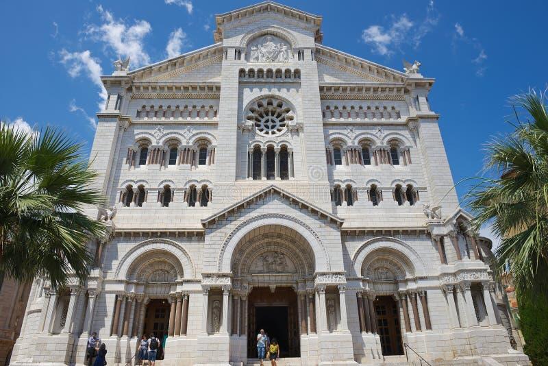 Yttersida av den Monaco domkyrkan (Cathedrale de Monaco) i Monaco-Ville, Monaco fotografering för bildbyråer