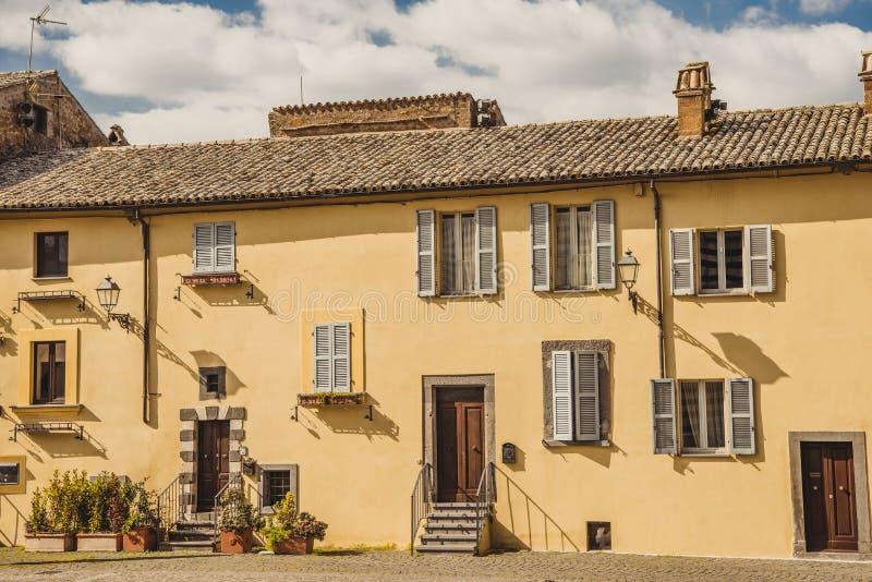 yttersida av det bosatta huset i Orvieto, Rome arkivfoto