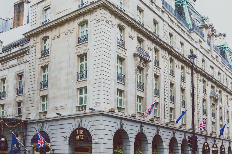 Yttersida av det Ritz London hotellet arkivfoto