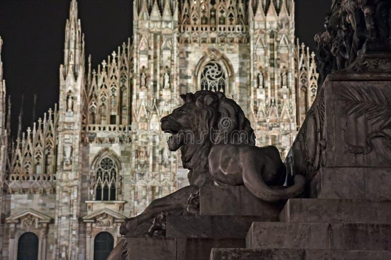 Yttersida av `-Duomo`en av Milan arkivbild