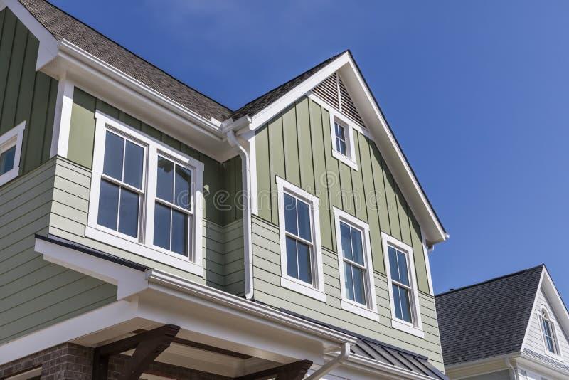 Yttersida av ett hus för ny modell arkivbild