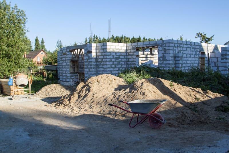 yttersida av ett landshus under konstruktion Plats på som th arkivfoto