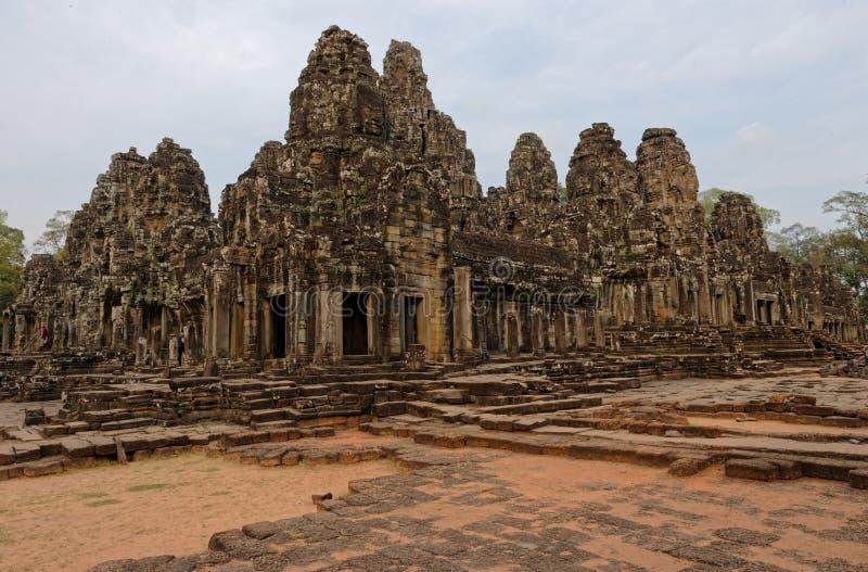 Yttersida av 100 framsidor av Buddha, Bayon tempel, Cambodja royaltyfria bilder