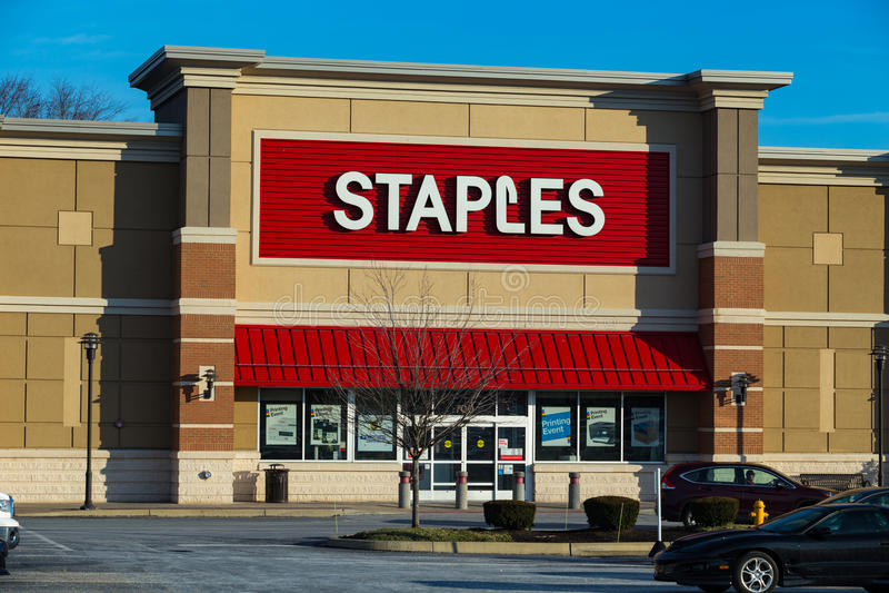Yttersida av läge för detaljhandel för Staples kontorsstormarknad royaltyfria foton
