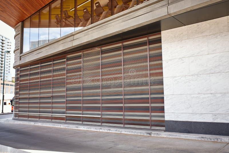 Yttersida av modern byggnad i i stadens centrum Denver, Colorado fotografering för bildbyråer