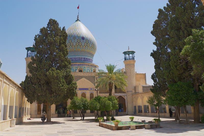 Yttersida av moskén för Emamzadeh-ye Ali Ebn-e Hamzeh i Shiraz, Iran fotografering för bildbyråer