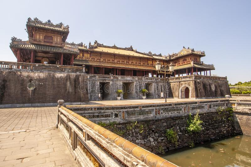 Yttersida av Ngo Mon Gate, del av citadellen i tidigare vietnamesisk huvudstad Hué, centrala Vietnam, Vietnam royaltyfri bild