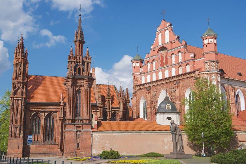 Yttersida av Stets Anne kyrka i Vilnius, Litauen arkivfoto