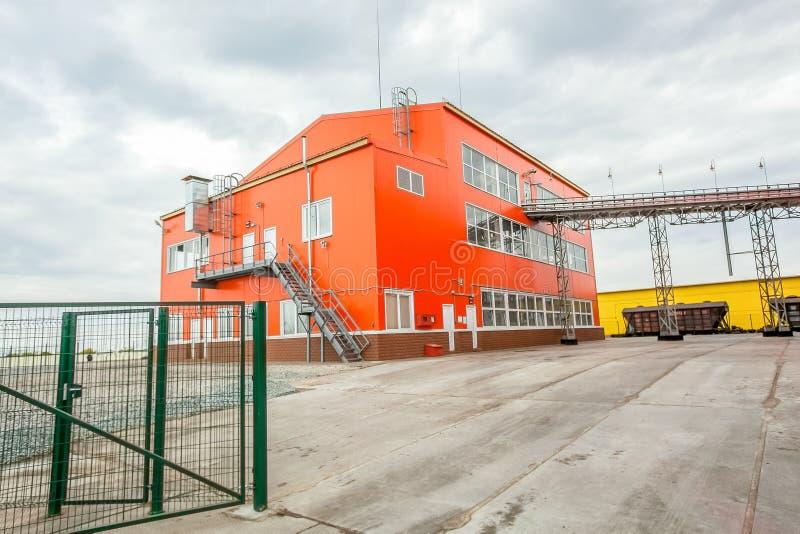 Yttersida av stor industribyggnad royaltyfri foto