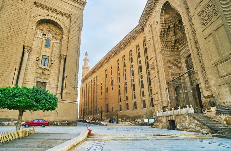 Yttersida av Sultan Hassan Mosque-Madrassa, Kairo, Egypten fotografering för bildbyråer