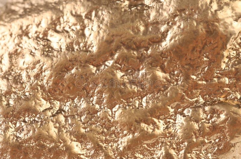 Yttersida för guld- klump med broan fläckar. arkivbild