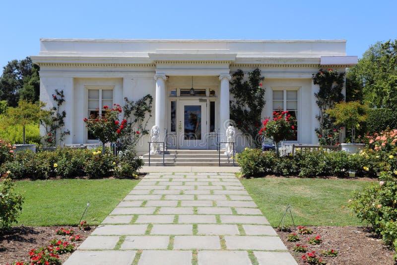 Yttersida för hus för Huntington trädgårdte nära Pasadena, CA, USA royaltyfri bild