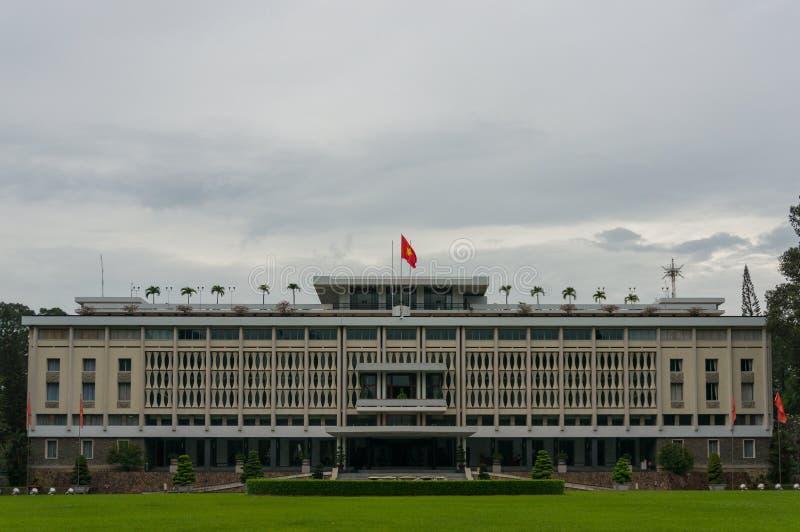 Yttersida för självständighetslottbyggnad i HCMC i Vietnam arkivbilder
