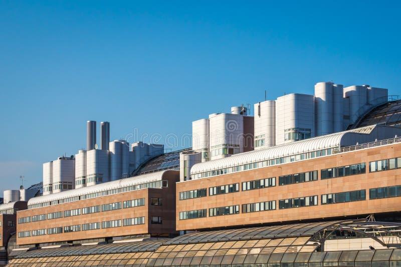 Download Yttersida För Stor Byggnad Med Modern Design Redaktionell Arkivfoto - Bild av europa, verkligt: 116735243