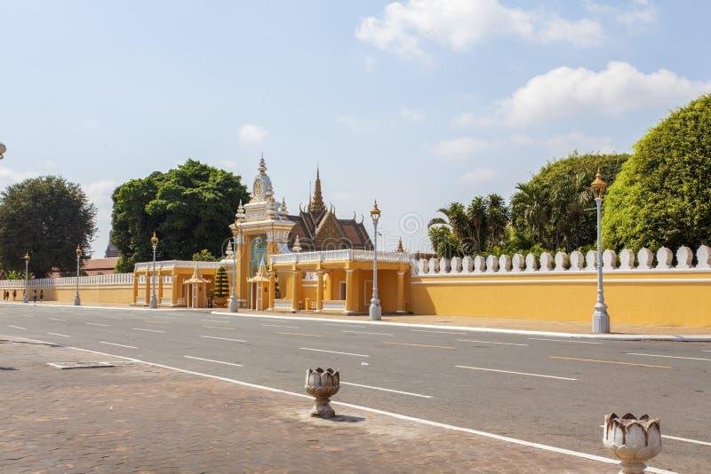 Yttersidan av Royal Palace Cambodja i morgonen, Phnom Penh, Cambodja royaltyfria foton