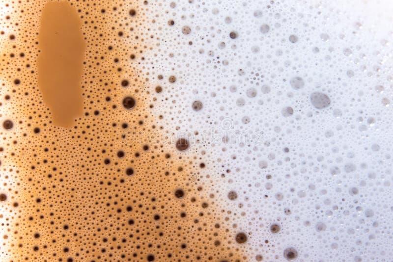 Yttersidatextur av varmt mjölkar kaffe och mjuk fradga arkivfoton