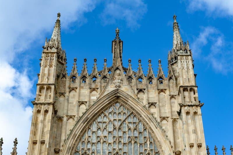 Yttre byggnad av den York domkyrkan, den historiska domkyrkan byggde på engelska gotisk stil som lokaliserades i stad av York, En arkivbild