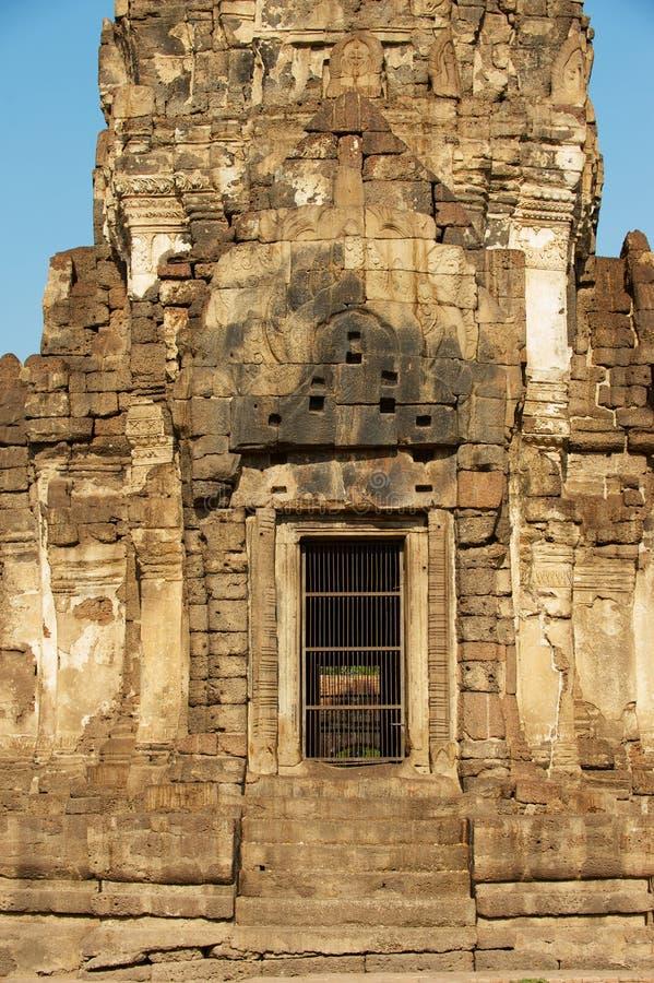 Yttre detalj av Prangen Sam Yot, ursprungligen en hinduisk relikskrin som konverteras till buddistisk i Lopburi, Thailand arkivfoto