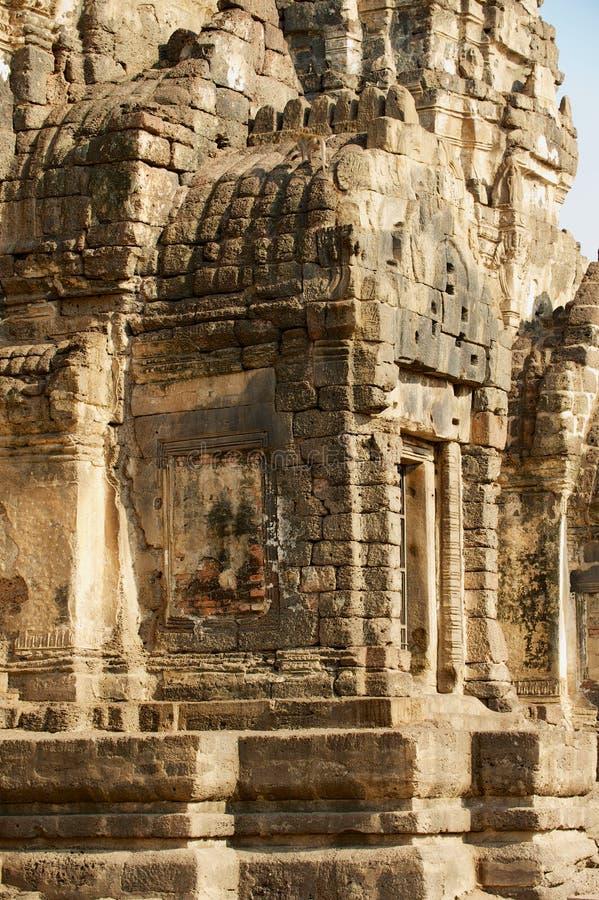 Yttre detalj av Prangen Sam Yot, ursprungligen en hinduisk relikskrin som konverteras till buddistisk i Lopburi, Thailand royaltyfri foto